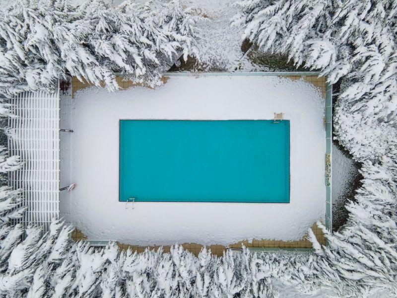 Piscine neige - Hivernage de piscine en coque