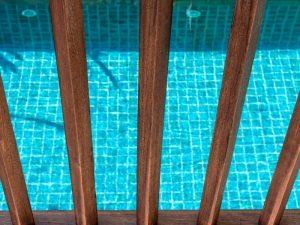 abords de piscine - sécurité - barrières